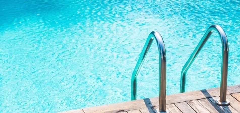 Piscine nettoyee avec robot de piscine